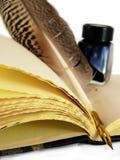 Schacht & Inktpot op een boek royalty-vrije stock afbeeldingen