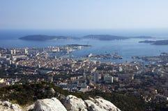 Schacht von Toulon und von Stadt auf französischem Riviera Stockfotos