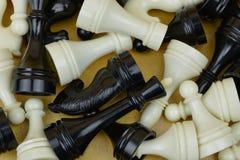 Schachzahlen im hölzernen Kasten Spielschach stockfoto