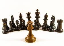 Schack drottningen vänder mot en armé Royaltyfria Bilder