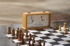 Schack och schackklocka utomhus Royaltyfria Foton