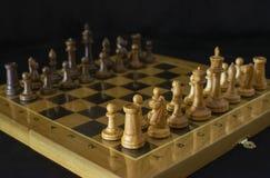 schack Schackbr?de p? en svart bakgrund royaltyfria foton