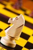 Schackbegrepp med stycken Royaltyfri Foto