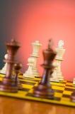 Schackbegrepp med stycken på brädet Fotografering för Bildbyråer