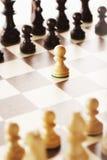 Schackbräde efter den första flyttningen Royaltyfri Bild