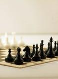 Schackbräde med schackstycken Arkivfoto