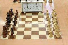 Schackbräde och schackklocka Arkivfoton