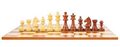 Schackbräde och schackpjäser Arkivfoto