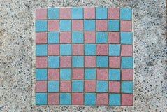 Schackbräde på marmortabellen Arkivbild