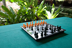 Schackbräde på tabellen Arkivfoton