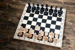Schackbräde på trätabellen Royaltyfria Foton