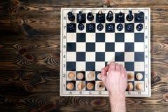 Schackbräde på trätabellen Royaltyfri Foto