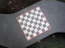Schackbräde som målas på en stenbänk royaltyfria foton