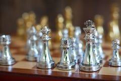 Schackbrädelek, konkurrenskraftigt begrepp för affär arkivfoton