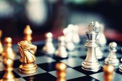 Schackbrädelek, konkurrenskraftigt begrepp för affär royaltyfri bild