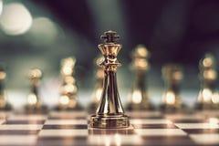 Schackbrädelek, konkurrenskraftigt begrepp för affär royaltyfri fotografi