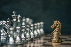 Schackbrädelek, konkurrenskraftigt begrepp för affär royaltyfria foton