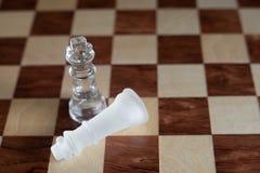 Schackbr?delek som g?ras av exponeringsglas, konkurrenskraftigt begrepp f?r aff?r fotografering för bildbyråer