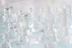 Schackbr?delek som g?ras av exponeringsglas, konkurrenskraftigt begrepp f?r aff?r royaltyfria foton