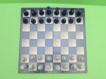 Schackbräde med plast- kontrollörer Royaltyfri Fotografi