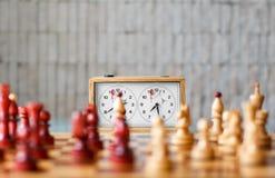 Schacket tar tid på royaltyfri foto