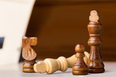 Schackkonung Defeat royaltyfri fotografi