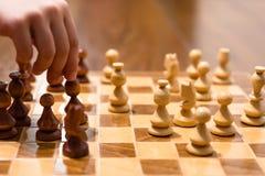 Schacklek med spelaren Royaltyfri Fotografi