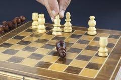 Schackmatt vit på svart Arkivbilder
