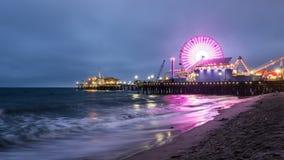 Schackningsperiod för tid för Santa Monica pirsolnedgång Arkivfoto