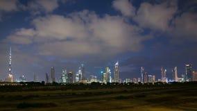 Schackningsperiod för tid 4k för Dubai stadssolnedgång panorama-