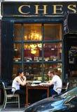 Schackspelare som är utomhus- i den Greenwich byn arkivfoto