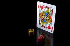 Schackstycken och blackjack fotografering för bildbyråer