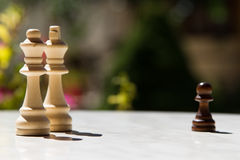 Schackstycken på tabellen Royaltyfri Bild