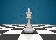 Schackstycket mot blå bakgrund med matematik klottrar Royaltyfria Foton