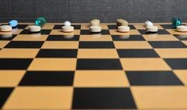 Schackuppsättning som göras av preventivpillerar Arkivfoto