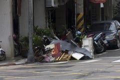 Schade door de Tyfoon Soulik aan de stad die van Taipeh wordt aangericht Royalty-vrije Stock Fotografie