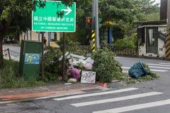 Schade door de Tyfoon Soulik aan de stad die van Taipeh wordt aangericht Stock Afbeeldingen