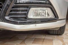 Schade van de auto de bumper gekraste verf royalty-vrije stock fotografie
