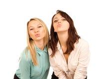 Schadelijke jonge meisjes die een kus zoeken royalty-vrije stock afbeelding