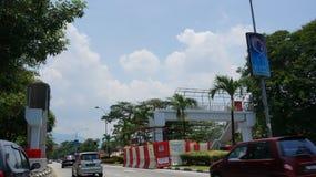 Schaden in einem Unfall einer obenliegenden Fußgängerbrücke bei Jalan Raja Ashman Shah K A Jalan-Krankenhaus, Ipoh lizenzfreies stockbild