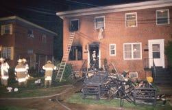 Schaden eines apartmrnt, das nach einem Feuer errichtet stockfotografie
