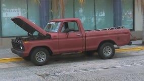 Schadevrachtwagen in de straat Royalty-vrije Stock Foto