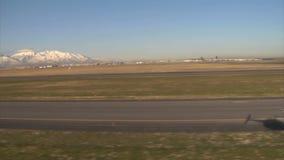 Schaduw die van helikopter door privé stralen overgaan stock videobeelden