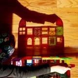Schaduw van kind het spelen met bouwstenen Royalty-vrije Stock Afbeelding