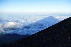 Schaduw van Onderstel Fuji over de wolken bij zonsopgang, Japan royalty-vrije stock afbeelding