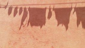 Schaduw van waslijn in de wind stock video