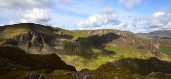 Schaduwen op Dale Head Crags royalty-vrije stock afbeeldingen