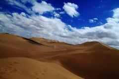 Schaduwen van de wolken in woestijn Stock Afbeeldingen