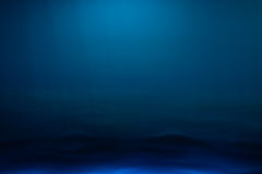 Schaduwen van middernacht blauwe gekleurde achtergrond Royalty-vrije Stock Foto's