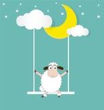 Schafe, die auf einem Mond und einer Wolke schwingen Lizenzfreie Stockbilder